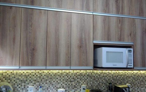 Cozinha Planejada Madeira e Branco