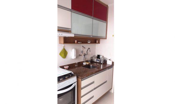 Cozinha Planejada Branca e Vermelha