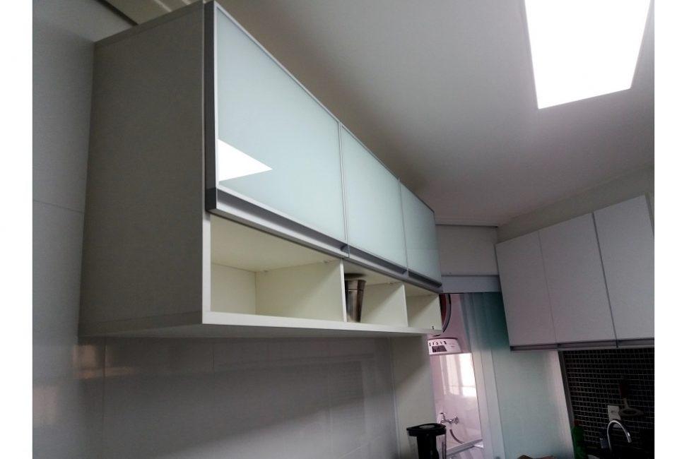 03 - Detalhe armário cozinha com vidro branco